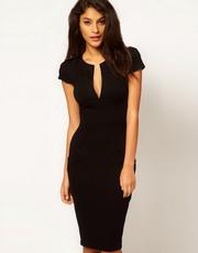 Черное облегающее платье из эластичной ткани