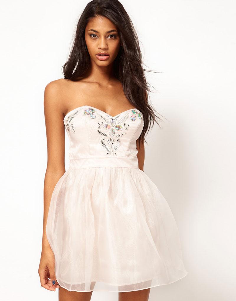 Платье со свободной юбкой
