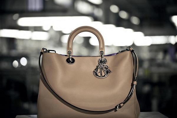 Создание сумок Christian Dior